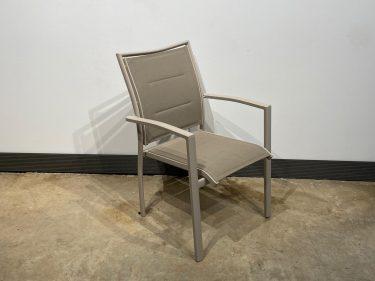 כסא אגם צבע בז'